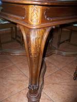 Ónémet stílusjegyekkel, barokk stílusú, bővíthető ebédlőasztal 6 kárpitozott székkel