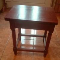 Antik kicsi asztal, 40 cm magas