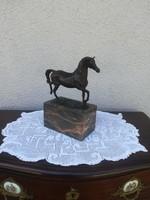 Bronz szobor ló