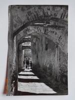 Régi képeslap: Sopron - középkori sikátor a várkerületben (Járai Rudolf fotó) - 1950-es évek