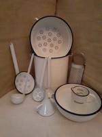 10-db.Régi  Zománcozott konyhai edények egyben vödör szűrők kanalak tölcsér mérőcsésze reszelő