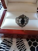 Eladó régi kézműves ezüst onix és markazit köves gyűrű!