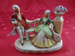 Német minőségi porcelán, antik barokk pár a padon, jelölése 20368.