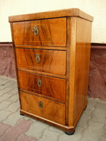 Eredeti antik biedermeier dió svartnis kis smizett / kis komód szép állapotban az 1800-as évekből