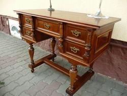Tényleg álomszép, korábban restaurált, térbe is rakható kis méretű antik ónémet íróasztal