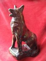 Gazdájára figyelő kutya -mázas kerámia. 15 x 9 cm.kis javítással, de szép állapotban  kedves darab