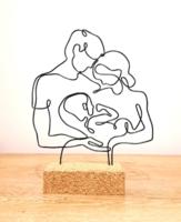 Gyermek születése-drótból készült asztali dekoráció-Családi szobor parafa alappal - Kézműves alkotás