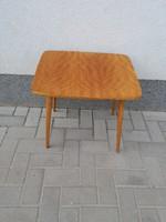 Retro dohányzó asztalka szép mintázatú magasfényű asztallappal