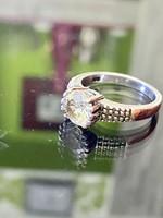 Ragyogó ezüst gyűrű cirkónia kővel ékesítve
