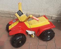 Gyermek quad. jármű, motor akkumulátorral.