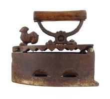 1E046 Antik tyúk díszes öntöttvas szenes vasaló