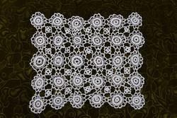 Horgolt csipke terítő kézimunka lakástextil dekoráció kis méretű terítő asztal közép 36 x 31 cm