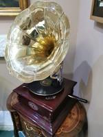 Tölcséres gramofon hanglejátszó készülék ( 4 szöglet alakú)