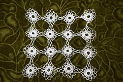 Horgolt csipke terítő kézimunka lakástextil dekoráció kis méretű terítő 16,5 x 16 cm