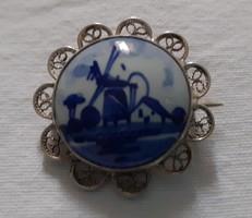 Nagyon szép Delfts porcelán  bross (kitűző) filigrán ezüst keretben
