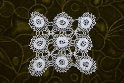 Horgolt csipke terítő kézimunka lakástextil dekoráció kis méretű terítő 10 x 10 cm