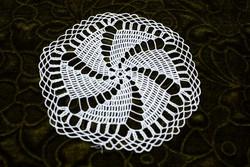 Horgolt csipke terítő kézimunka lakástextil dekoráció kis méretű terítő 16,5 x 15,5 cm