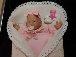 Gyönyörű arcú játék pólyás baba    kb.20 éves régiség  30 cm magas