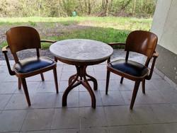 Két szék és thonet asztal