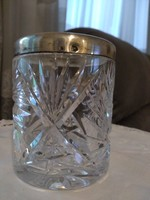 Kristály pohár ezüst peremmel.