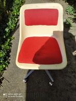 Jelzett Retró design  szék