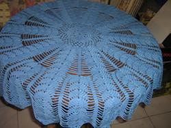 Gyönyörű kék kézzel horgolt kerek antik csipke terítő