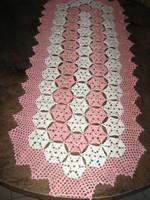Csodaszép antik fehér- mályva rózsaszín kézzel horgolt kézimunka terítő