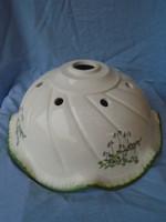 A képen látható régebbi porcelán vagy majolika lámpaernyő, lámpabura eladó.szép darab