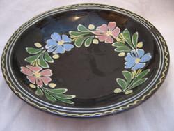HMV vásárhelyi fekete mázas, virágkoszorús fali tál, tányér