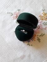Fehér arany gyűrű brillel
