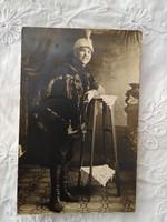 Antik fotólap/képeslap nő díszegyenruhában, fegyverrel 1920 körüli...zselatinos ezüst fotó