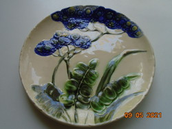 Schütz Cilli szecessziós dombor virágmintás majolika tányér