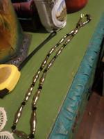 65 cm-es , hosszú , ó-ezüst tekla gyöngyből és fazettált , fekete kristályból álló , régi nyaklánc .
