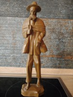Kalapos szakállas vándor batyuval szobor 30 cm