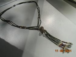 Látványos csüngős ezüst színű medállal 3 soros cső gyöngyből és ezüst csillag gyöngyből nyakék