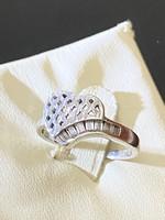 Különleges ezüst gyűrű cirkónia kövekkel ékesítve