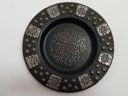 Retro iparművészeti különleges dombor díszített virágos fekete ezüst színű fém falitál