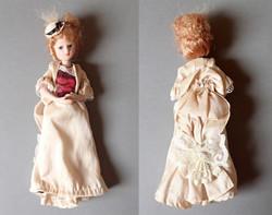 Régi, vintage, szép állapotú porcelán baba korhű ruhában