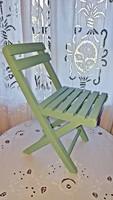 Frissen felújított , régi, zöld színű, fa gyerek szék, babaszobába.
