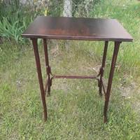 Thonet  asztal  Bp-re akár szállítással