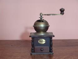 Dekoratív antik kávédaráló