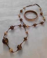 Csont és réz ( vagy rézötvözet) kombinálásával készült mutatós nyaklánc karpereccel