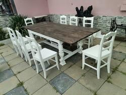 Nagy  asztal  nyolc  székkel