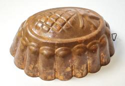 Régi sütőforma, ananászos díszítéssel
