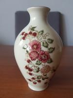 Zsolnay porcelán bordó virágmintás váza – 15 cm