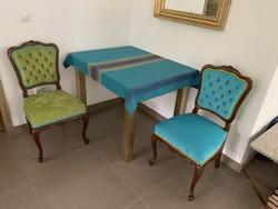 Designer asztal két teljesen felújított székkel eladó
