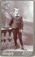 Iskolás kisfiú, szép ruhában Goszleth István Budapest (1880-1906)