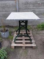 Öntöttvas kerti asztal