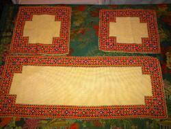 3 db  Beregi Rákóczi mintás hímzéssel terítő -együtt 3 db-ra vonatkozik az ár