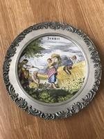 Győnyőrű ón peremes porcelán betéttes falra akasztható tányér